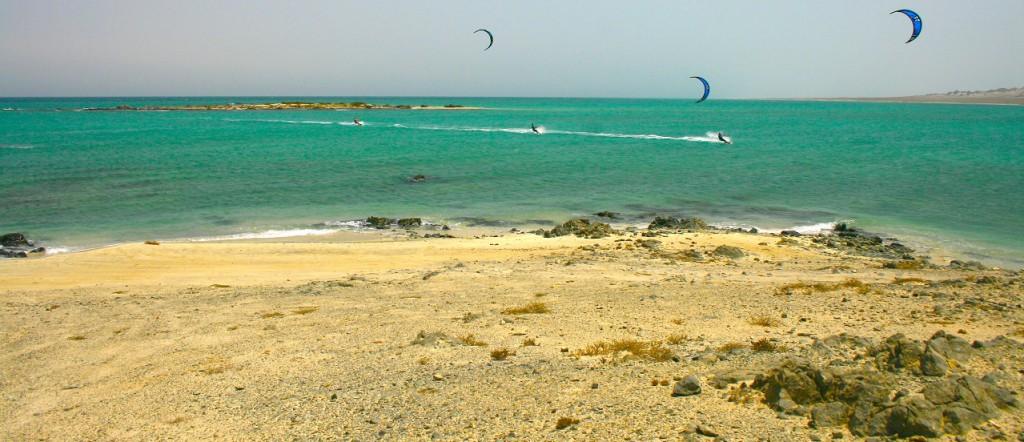 Kiteboarding / kitesurfing at the beatiful Lagoon of Khalban on Masirah Island