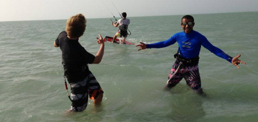 Kitesurfing Lessons in Oman > Book kiteboarding courses with Kiteboarding Oman